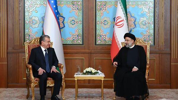 Шавкат Мирзиёев в Душанбе провел встречу с президентом Ирана Ибрахимом Раиси - Sputnik Узбекистан