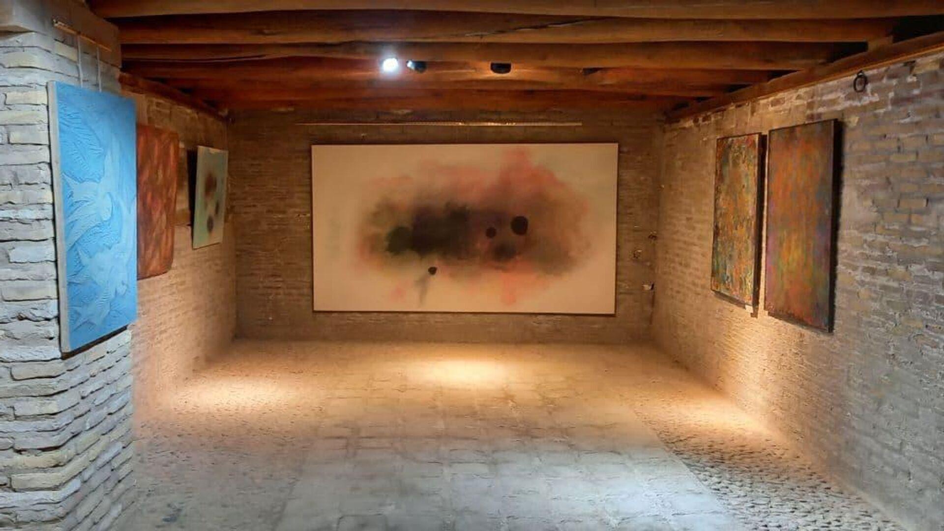В Бухаре стартовала выставка художников-абстракционистов - Sputnik Узбекистан, 1920, 17.09.2021
