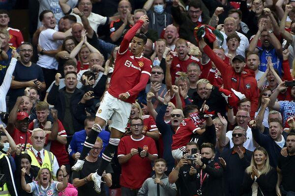 "Криштиану Роналду ""Манчестер Юнайтед"" сафида Англия премьер лигасида иккинчи гол киритди. - Sputnik Ўзбекистон"