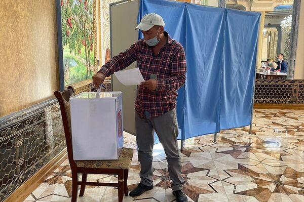 Голосование на выборах в Государственную Думу РФ в Самарканде - Sputnik Узбекистан