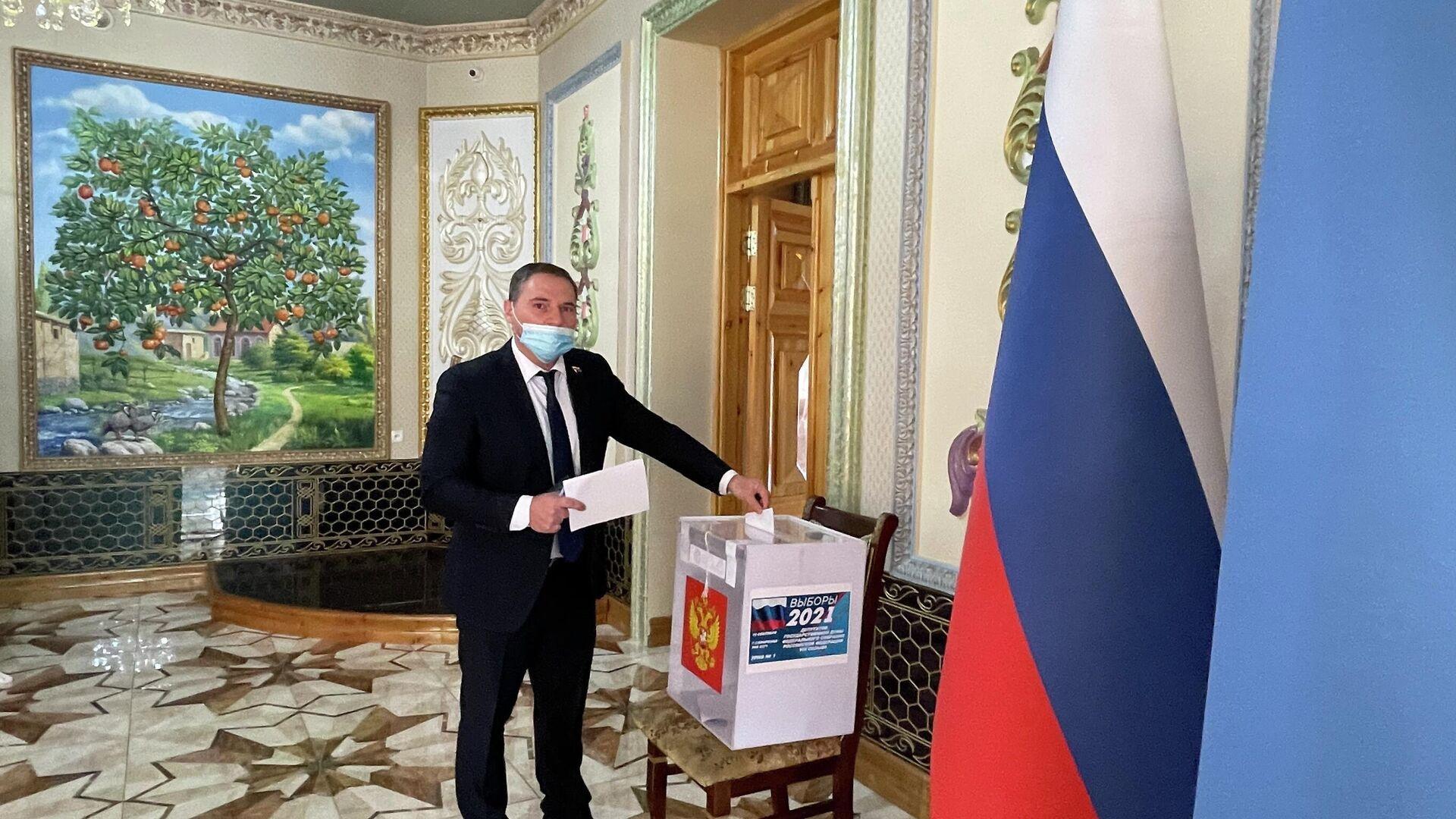Голосование на выборах в Государственную Думу РФ в Самарканде - Sputnik Узбекистан, 1920, 19.09.2021