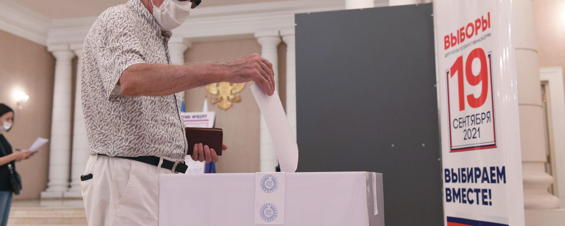 Голосование на выборах в Госдуму РФ в Ташкенте - Sputnik Узбекистан, 1920, 19.09.2021