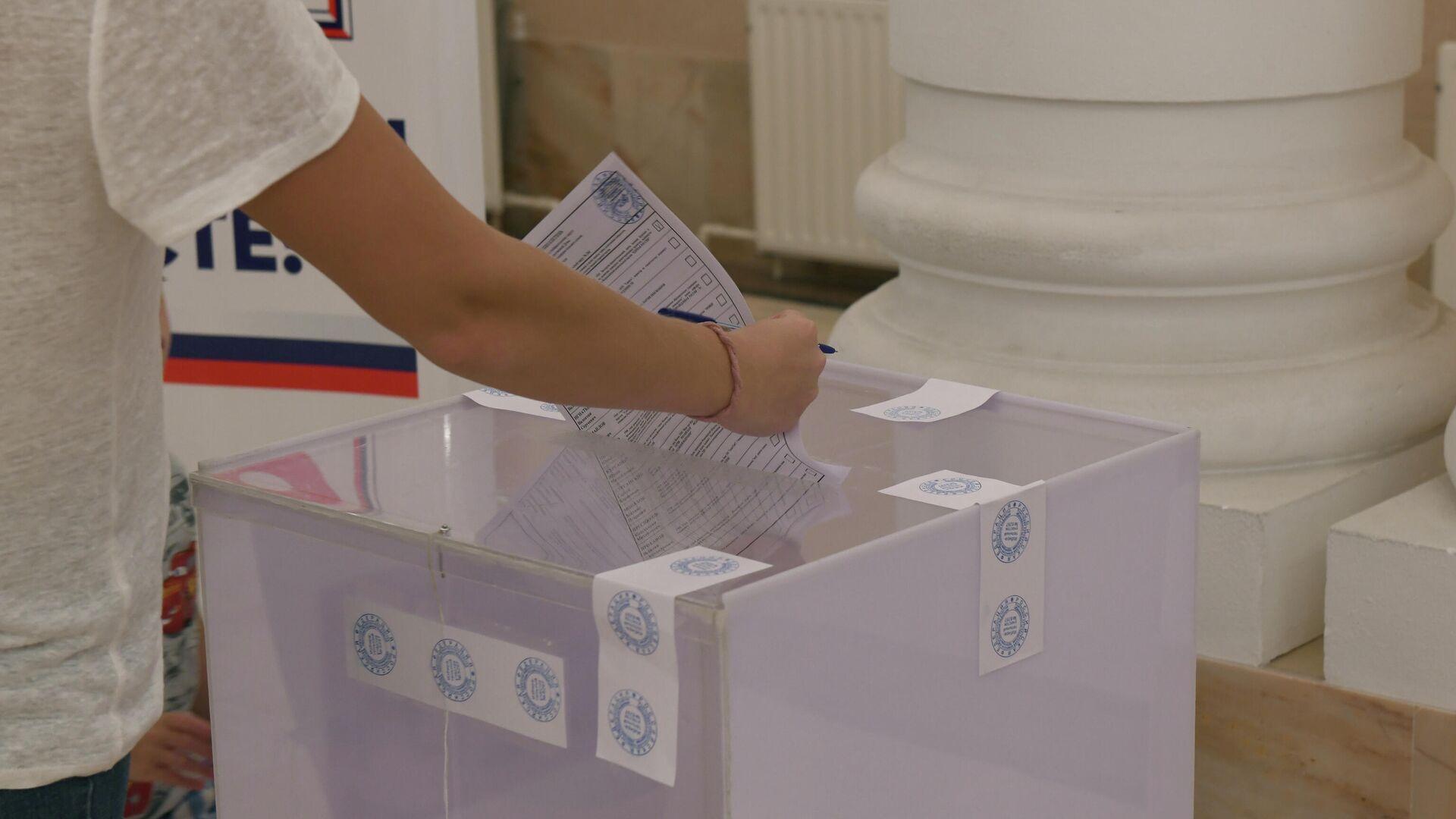 Голосование на выборах в Госдуму РФ в Ташкенте - Sputnik Узбекистан, 1920, 26.09.2021
