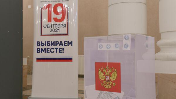 Голосование на выборах в Госдуму РФ в Ташкенте - Sputnik Узбекистан