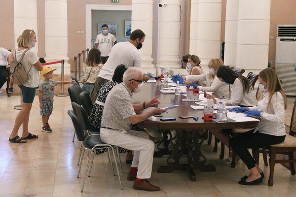 На 16.00 в Ташкенте проголосовало более 600 избирателей - Sputnik Узбекистан