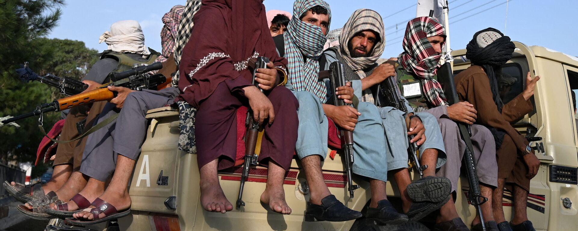 Боевики движения Талибан* патрулируют улицы в Кабуле, Афганистан - Sputnik Узбекистан, 1920, 21.09.2021