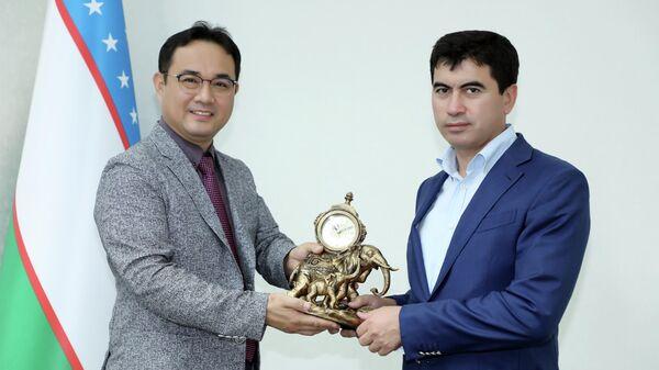 Хоким Ташкентской области (справа) Даврон Хидоятов - Sputnik Узбекистан