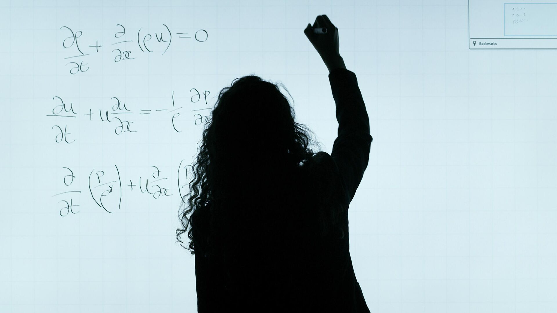 Девушка пишет формулы на доске - Sputnik Узбекистан, 1920, 21.09.2021