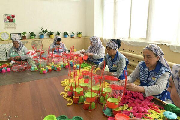 Proizvodstvo igrushek v Uzbekistane (Polimer plastik) - Sputnik Oʻzbekiston