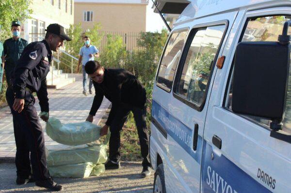 В Муйнакском районе Каракалпакстана начали выдавать единовременные выплаты семьям.  - Sputnik Ўзбекистон