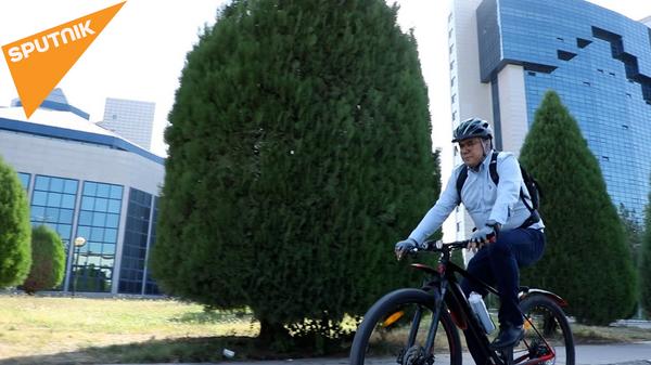 Министр Спорта на велосипеде - Sputnik Узбекистан