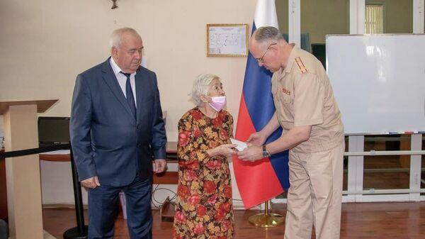 В благодарность за мир: ветеранам ВОВ в Узбекистане вручили подарки от Минобороны РФ - Sputnik Узбекистан