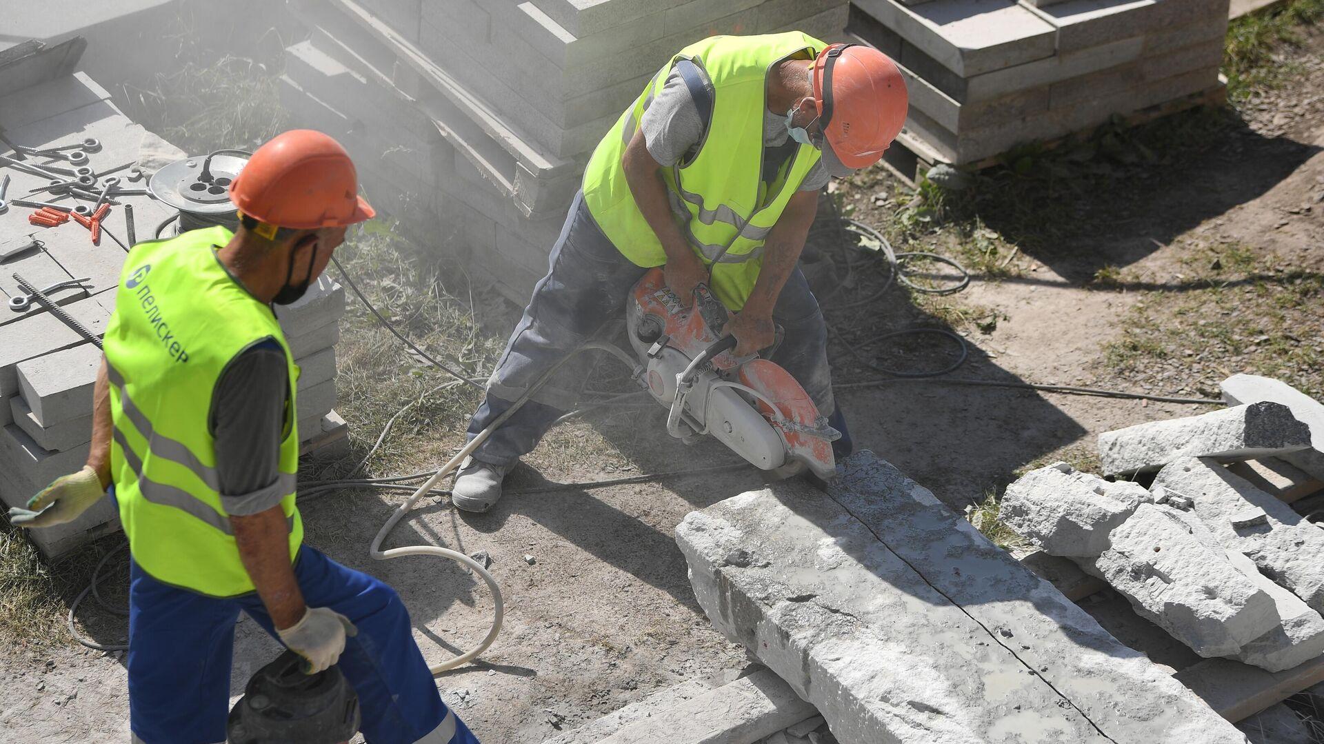 Рабочие на строительной площадке на Большом Каменном мосту - Sputnik Узбекистан, 1920, 23.09.2021