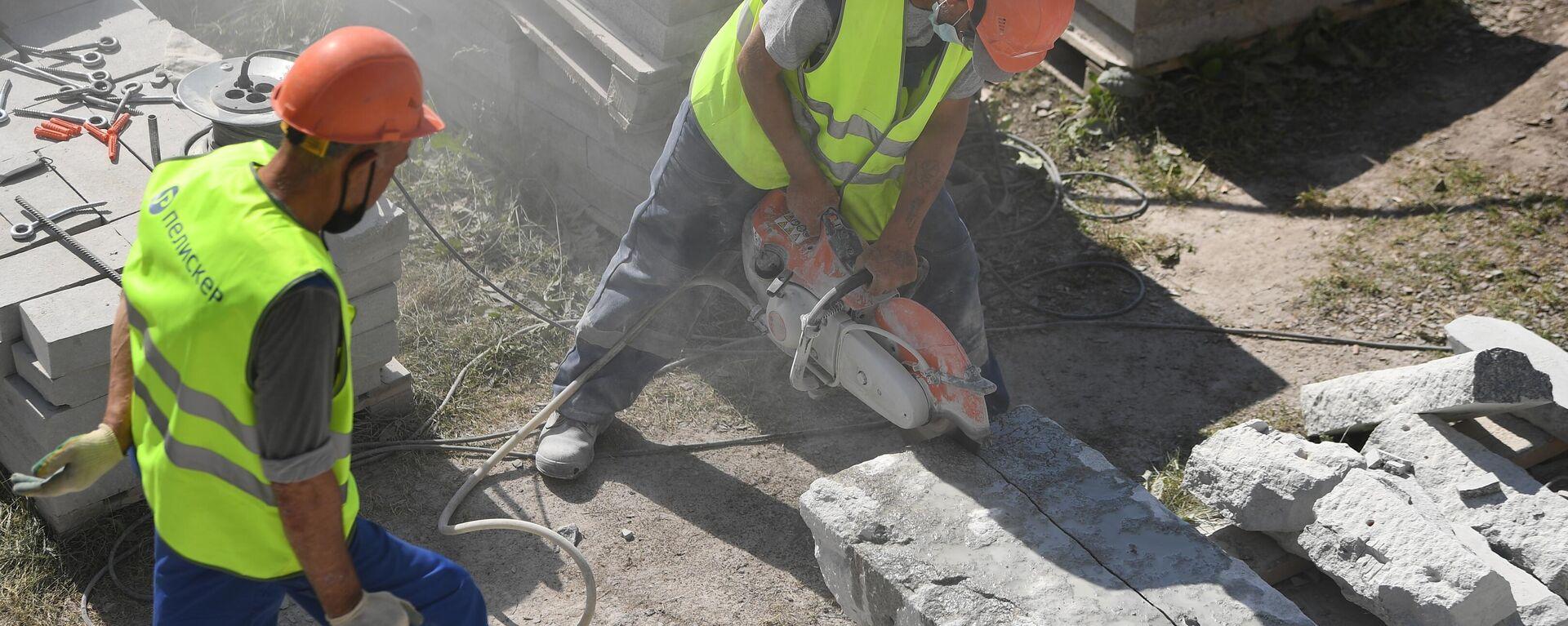 Рабочие на строительной площадке на Большом Каменном мосту - Sputnik Ўзбекистон, 1920, 23.09.2021