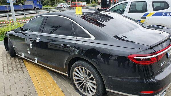 Автомобиль помощника президента Украины Сергея Шефира в пригороде Киева - Sputnik Узбекистан