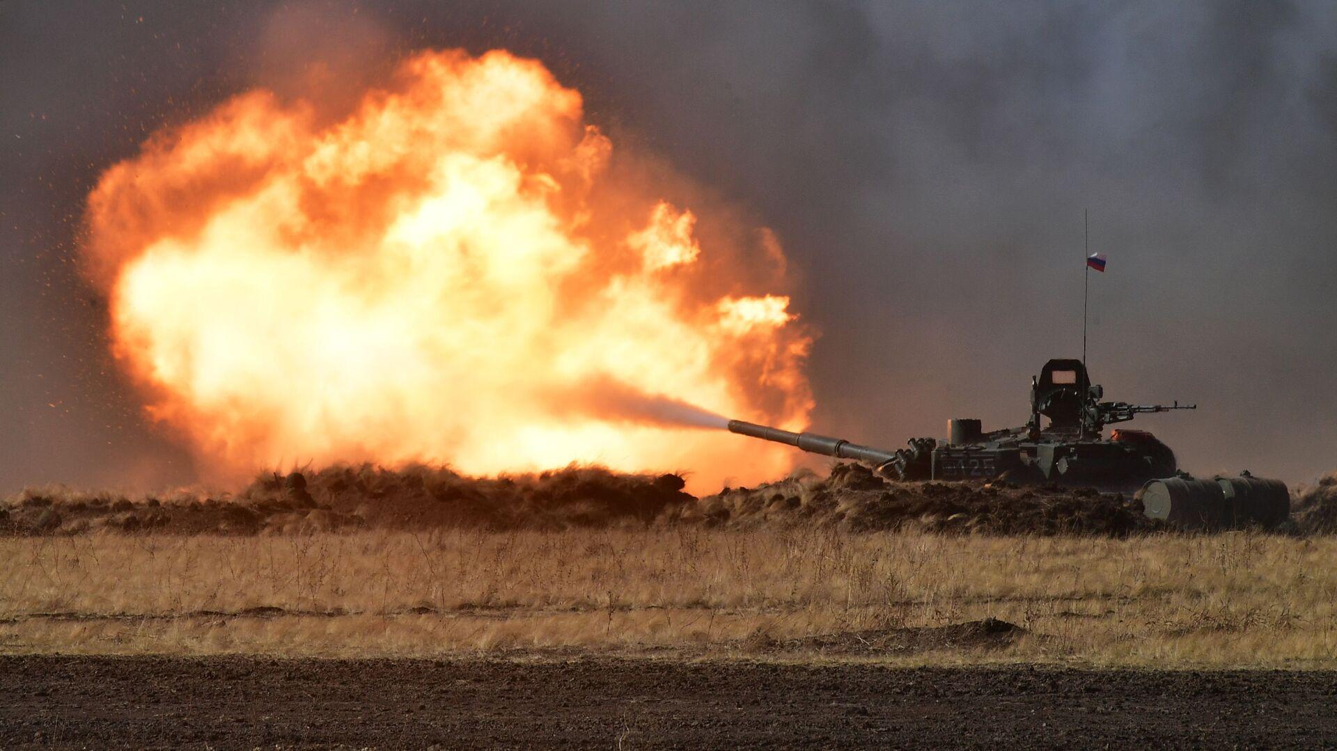 Танк Т-72Б3 на антитеррористических учения стран – членов ШОС Мирная миссия  2021  - Sputnik Узбекистан, 1920, 24.09.2021