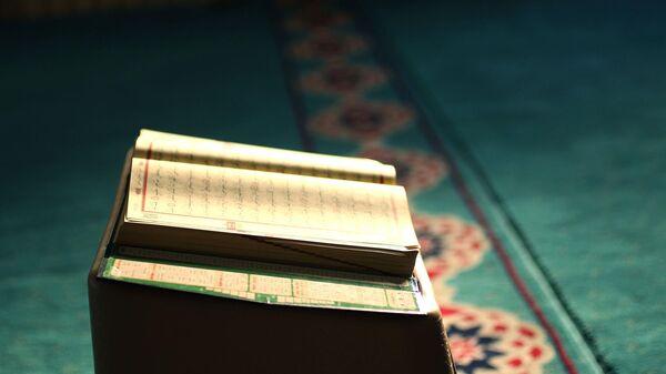 Коран, иллюстративное фото - Sputnik Узбекистан