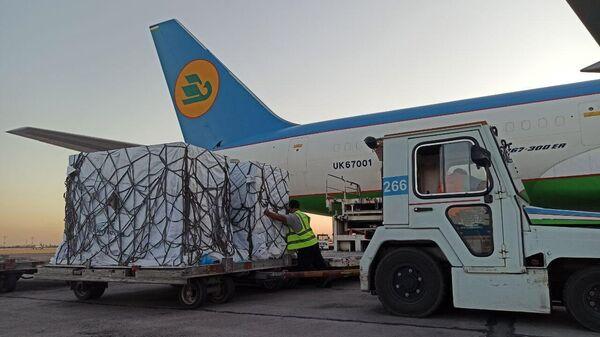В Узбекистан доставлена новая партия вакцины ZF-UZ-VAC2001 - Sputnik Узбекистан