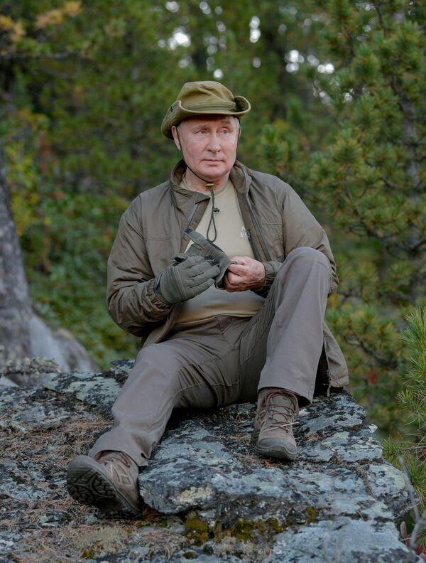 Taygada hordiq chiqarayotgan Rossiya prezidenti - Sputnik Oʻzbekiston