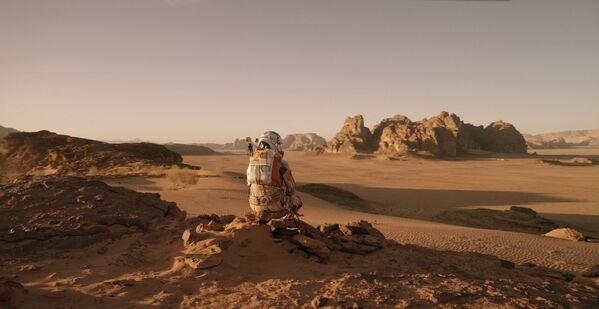 Сложно представить, что этот марсианский пейзаж существует на Земле, а именно в пустыне Вади Рам в Иордании. - Sputnik Узбекистан