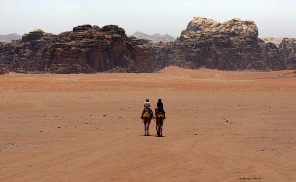 Пустыня Вади-Рам внесена в список Всемирного наследия ЮНЕСКО. Она таит в себе древние наскальные рисунки и является одним из важных туристических направлений Иордании. - Sputnik Узбекистан