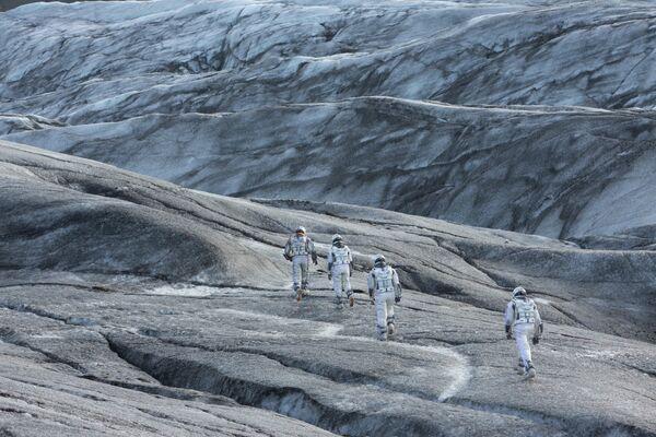 """Фильм """"Интерстеллар"""" снимали в провинции Альберта, Канада, в южной части Исландии, на леднике Снайфедльсйёкюдль и в деревне Киркьюбайярклёйстюр, а также в Лос-Анджелесе. - Sputnik Узбекистан"""