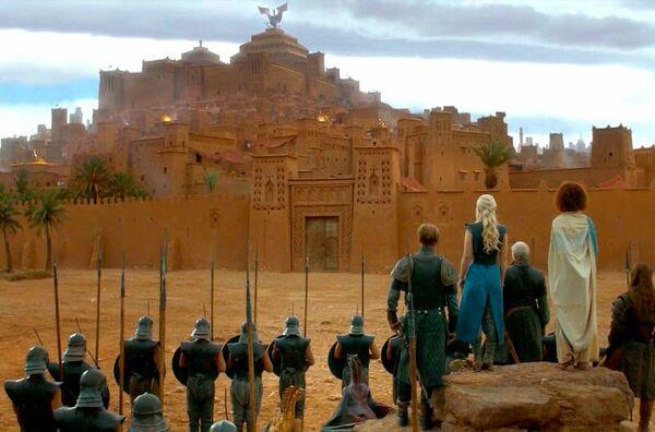 """В """"Игре престолов"""" авторы сняли более 20 впечатляющих локаций - начиная с бесконечных холмов Северной Ирландии, и заканчивая пустошами Испании. - Sputnik Узбекистан"""