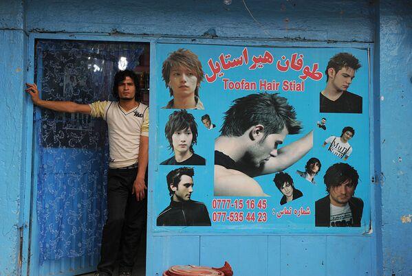 Афганский цирюльник, Кабул, 2010 год. - Sputnik Узбекистан