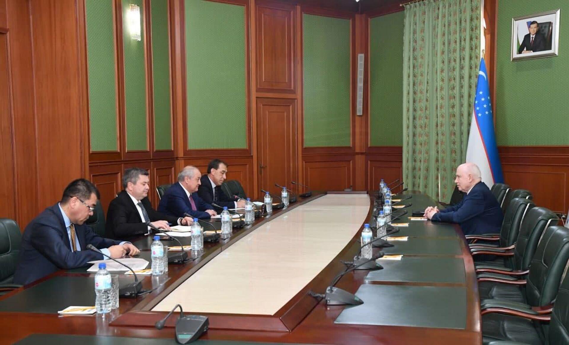 29 сентября 2021 года Министр иностранных дел Республики Узбекистан Абдулазиз Камилов провел встречу с Председателем Исполнительного комитета – Исполнительным секретарем СНГ Сергеем Лебедевым - Sputnik Ўзбекистон, 1920, 29.09.2021