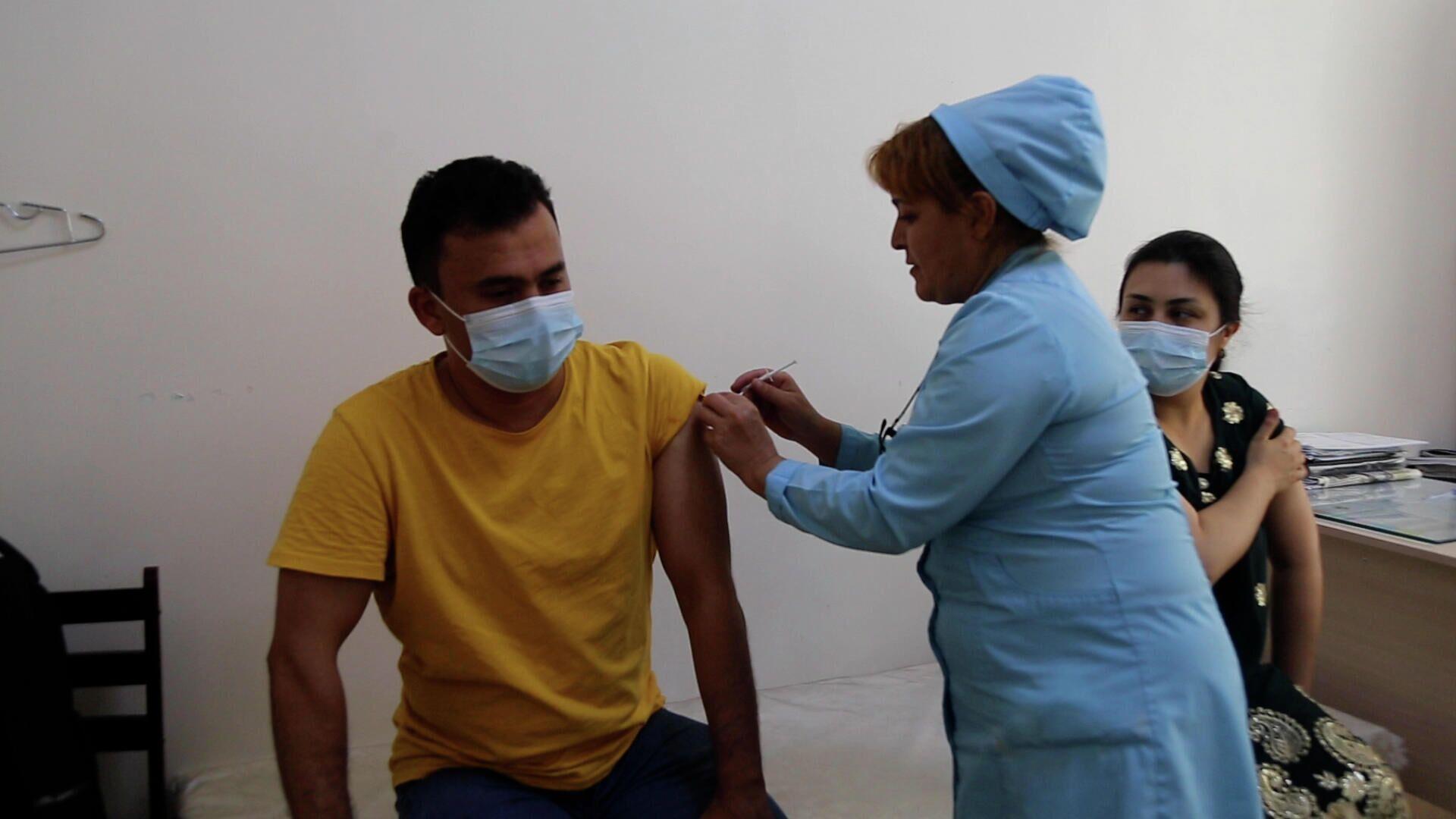Вакцинация от коронавируса в Таджикистане - Sputnik Узбекистан, 1920, 29.09.2021