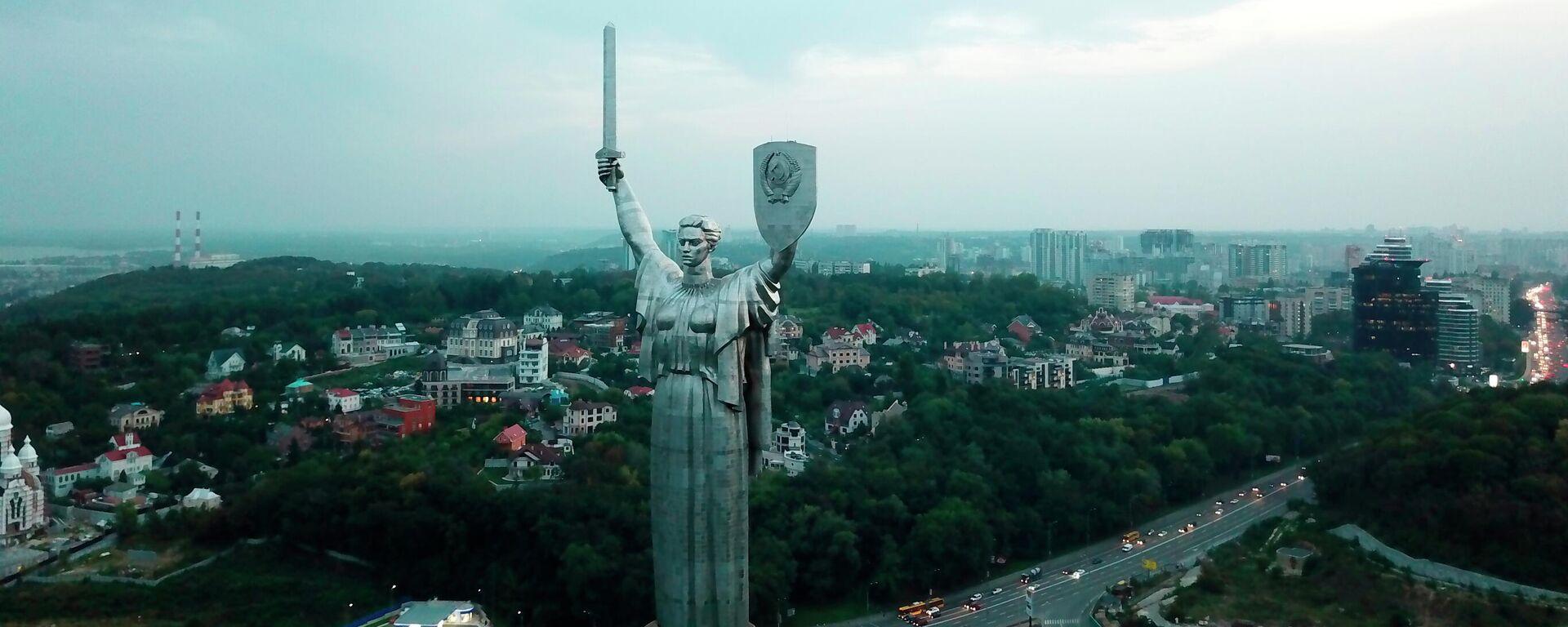 Монумент Родина-мать в Киеве - Sputnik Узбекистан, 1920, 30.09.2021