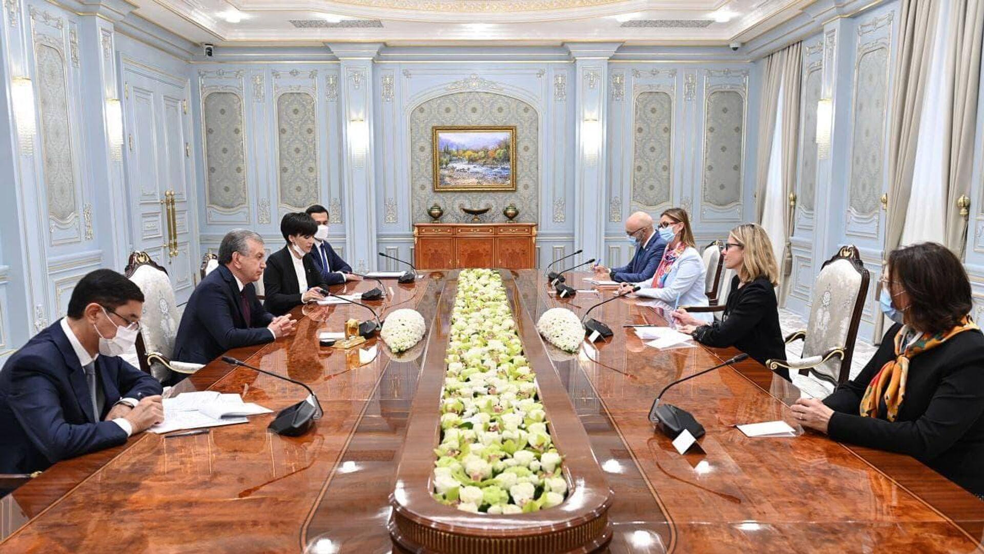 Переговоры Шавката Мирзиёева с вице-президентом ВБ Анной Бьерде - Sputnik Узбекистан, 1920, 30.09.2021