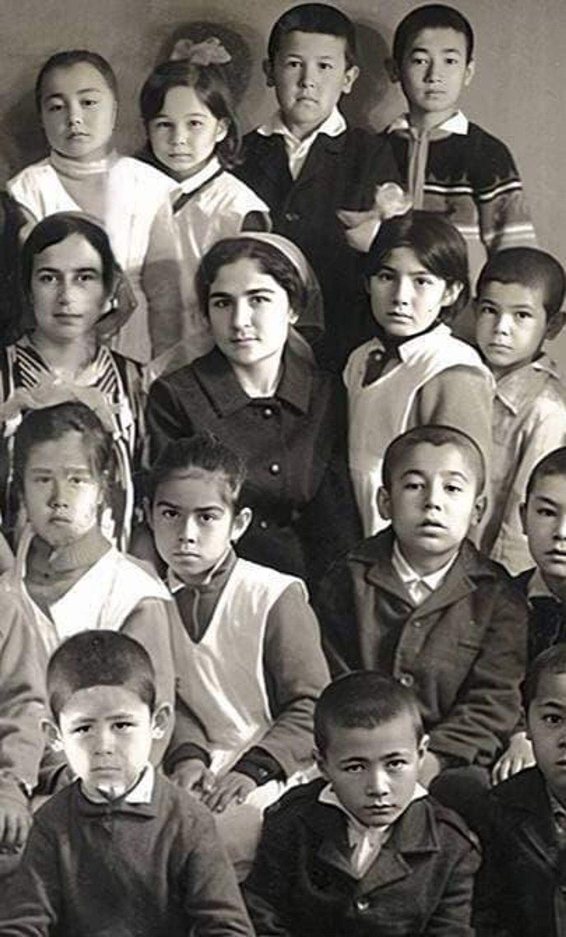 Моя первая учительница - бабушка: Саида Мирзиёева поздравила педагогов с праздником - Sputnik Узбекистан, 1920, 01.10.2021