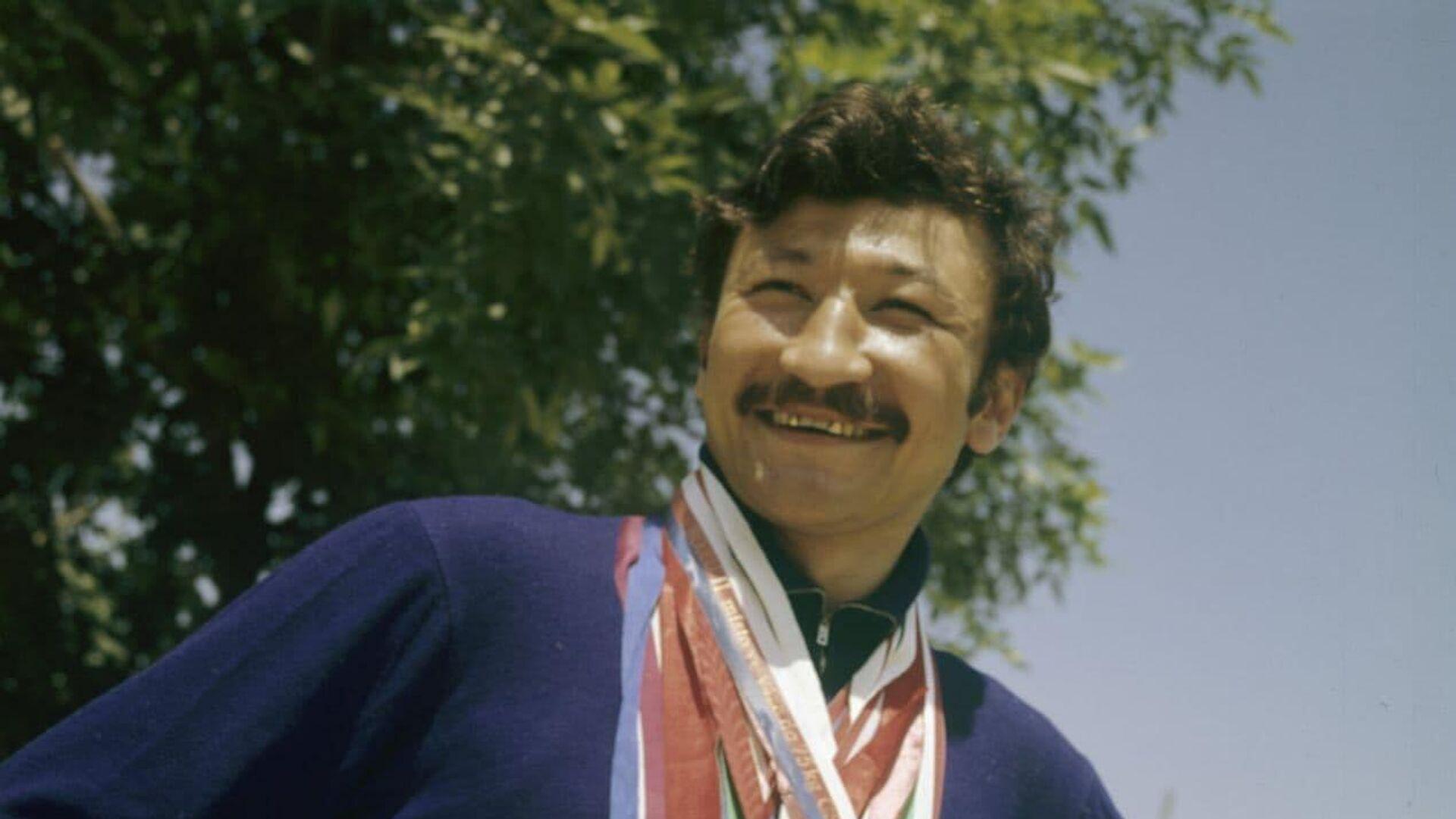 Ташкентский тигр: легендарный узбекистанский боксер Руфат Рискиев отмечает 72-летие - Sputnik Узбекистан, 1920, 02.10.2021