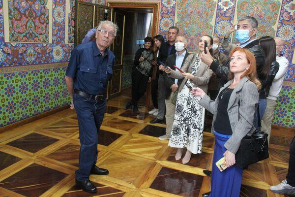 Историк Борис Голендер рассказал, что это не конфискованная коллекция, как писали в советское время, а дар князя. Перед своей смертью он завещал дворец Ташкенту. - Sputnik Узбекистан