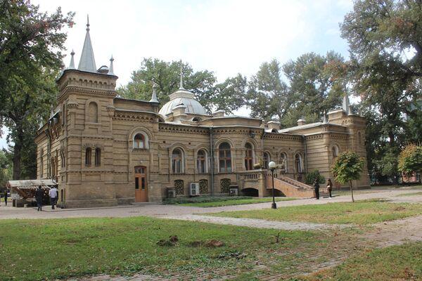 """Три дня в неделю дворец был открыт для посетителей. Как писали в газетах тех лет – """"для чистой публики"""", то есть в грязных сапогах не пускали. - Sputnik Узбекистан"""