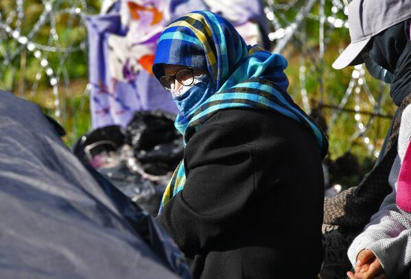 Беларусь-Польша чегараси ўртасида 32 нафар афғонистонлик қочоқлар қолиб кетган. - Sputnik Ўзбекистон
