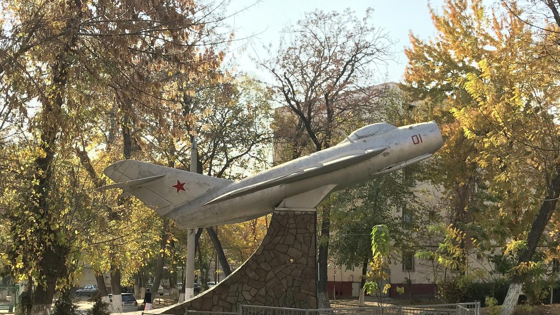 В Ташкенте восстанавливают старый МиГ-17 - Sputnik Узбекистан, 1920, 04.10.2021