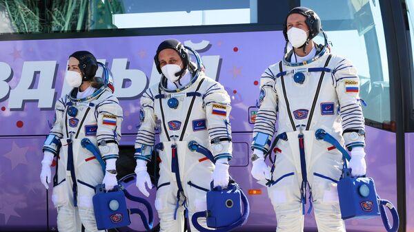 Start TPK Soyuz MS-19 so s'yemochnoy gruppoy filma Vыzov - Sputnik Oʻzbekiston