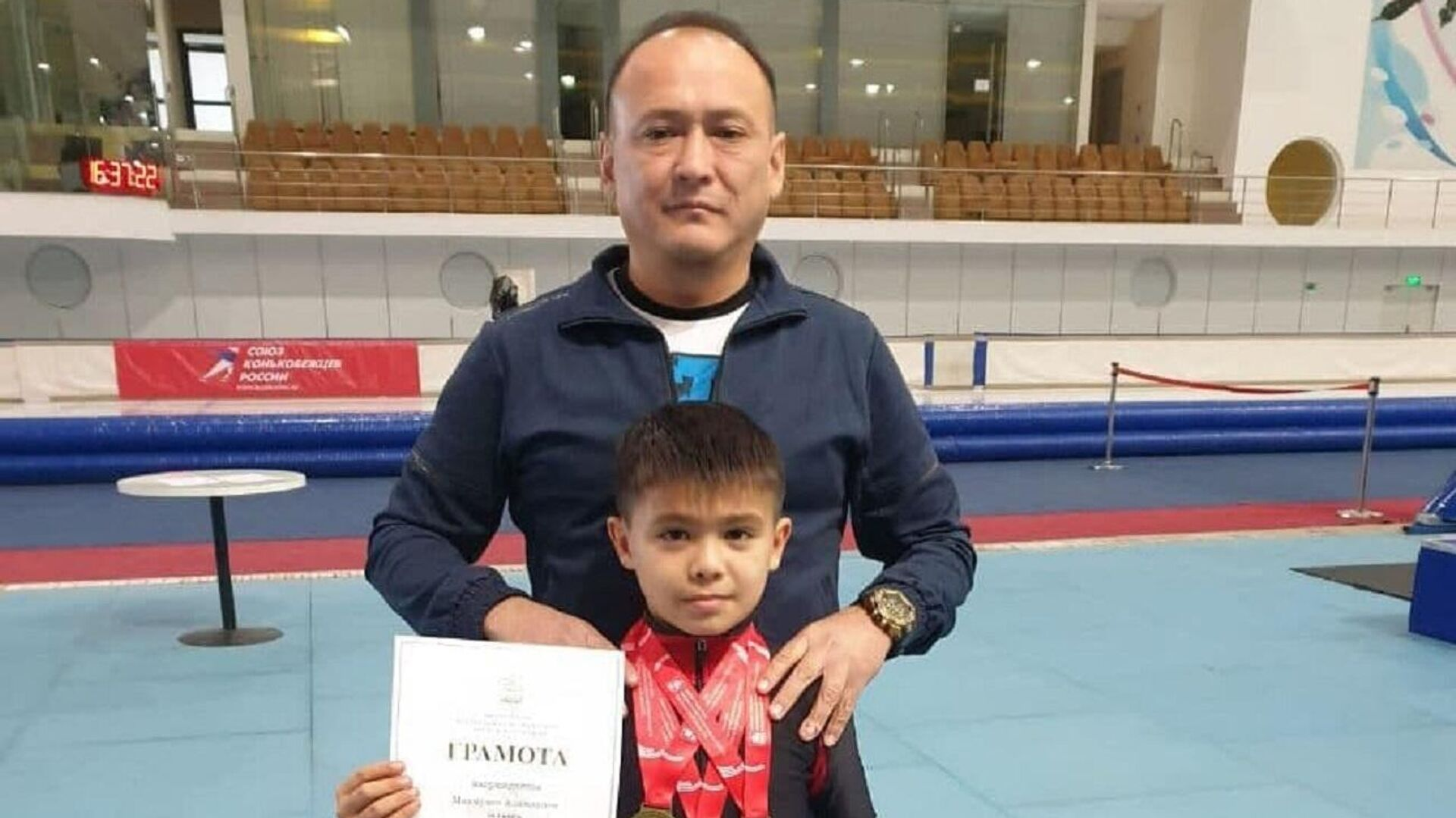 Алимардон Махмудов завоевал три золотые медали по шорт-треку на международном турнире - Sputnik Ўзбекистон, 1920, 06.10.2021