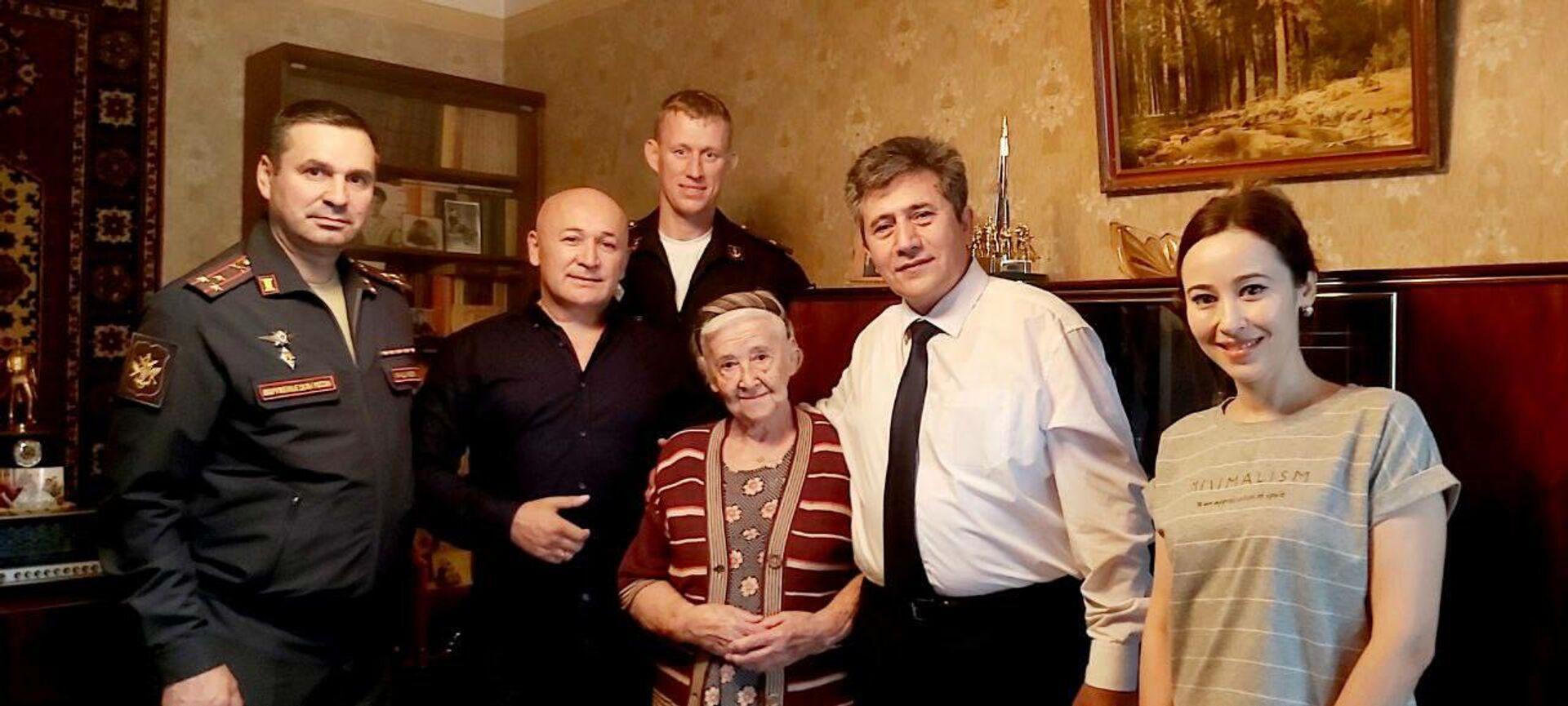Посольство РФ в Узбекистане передало матпомощь ветеранам - Sputnik Ўзбекистон, 1920, 06.10.2021