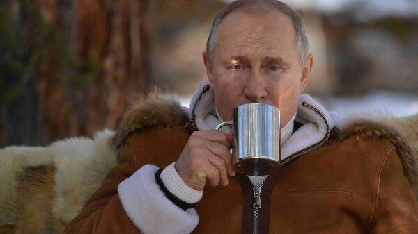 21 marta 2021. Prezident RF Vladimir Putin vo vremya otdыxa v tayge. - Sputnik Oʻzbekiston