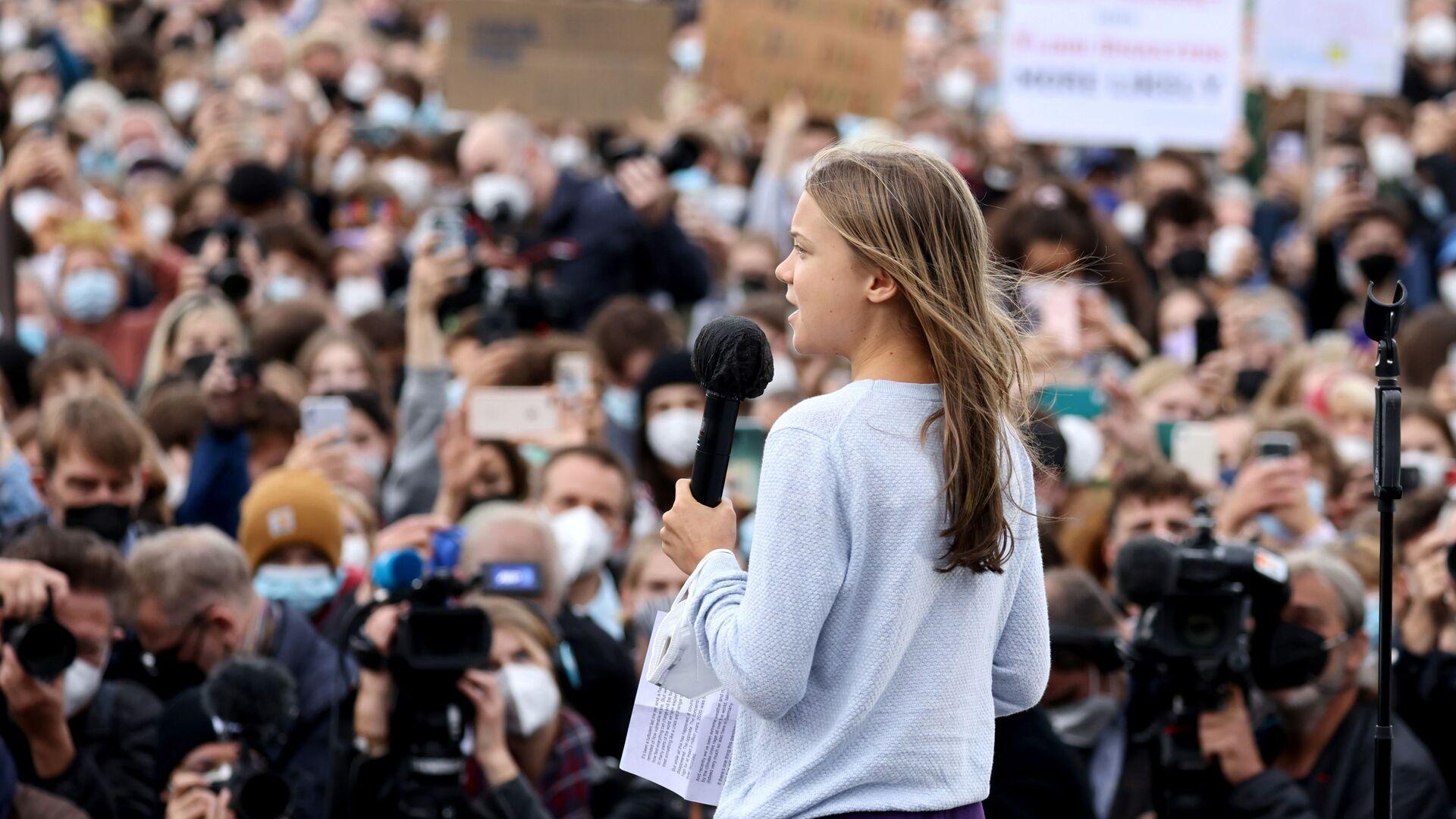Шведская экологическая активистка Грета Тунберг выступает во время Глобальной климатической забастовки движения Friday for Future в Берлине, Германия - Sputnik Узбекистан, 1920, 07.10.2021