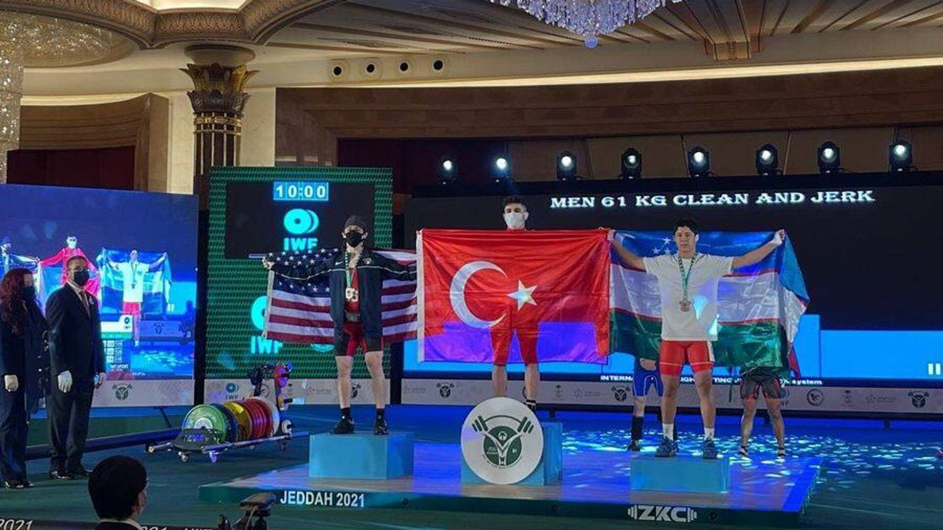 Хусинбой Матрасулов стал бронзовым призером ЧМ по тяжелой атлетике - Sputnik Узбекистан, 1920, 07.10.2021