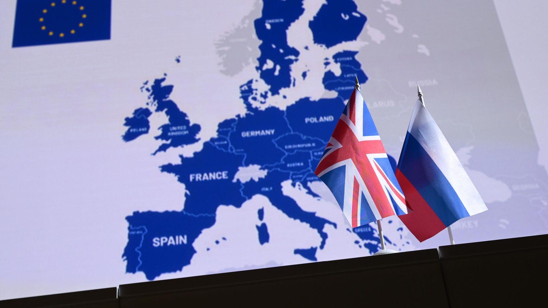 Государственные флаги России и Великобритании - Sputnik Узбекистан, 1920, 08.10.2021