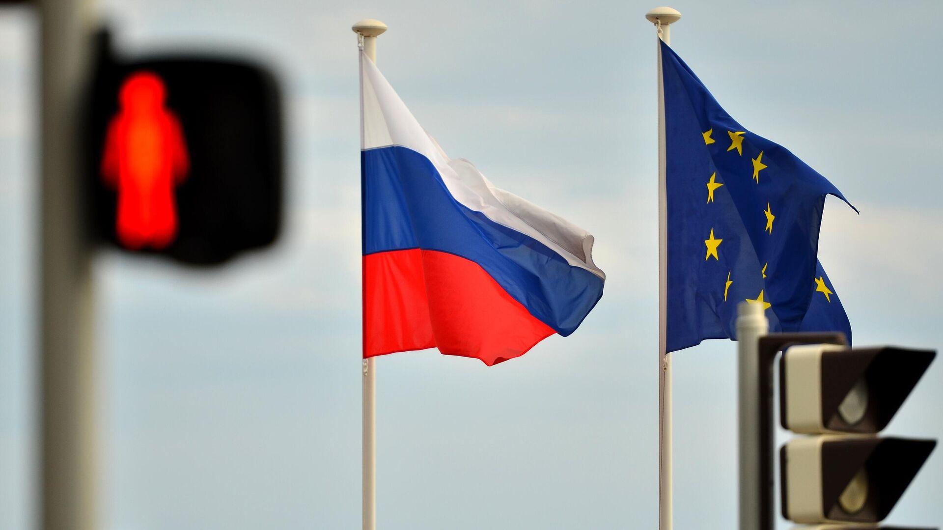 Флаги России и ЕС на набережной Ниццы - Sputnik Узбекистан, 1920, 08.10.2021