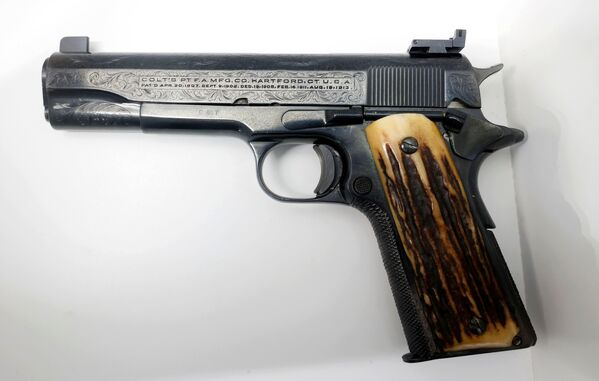 """Любимый пистолет Аль Капоне — """"Кольт"""" 45 калибра. Его уже оценили в 150 тысяч долларов. - Sputnik Узбекистан"""