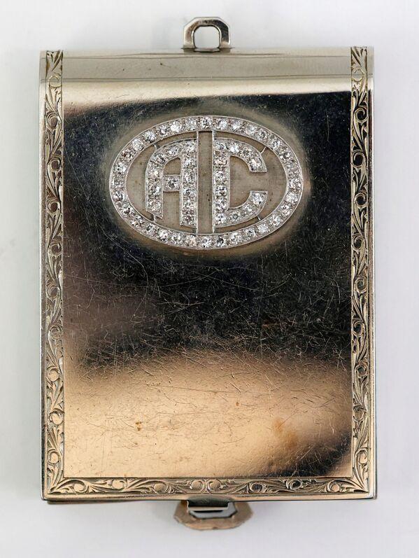 Футляр для спичечного коробка из белого золота с бриллиантами, принадлежавший Аль Капоне.  - Sputnik Узбекистан