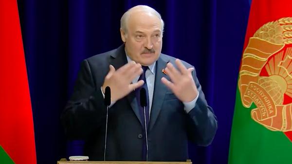 Лукашенко рассказал рецепт бутерброда из детства - Sputnik Узбекистан