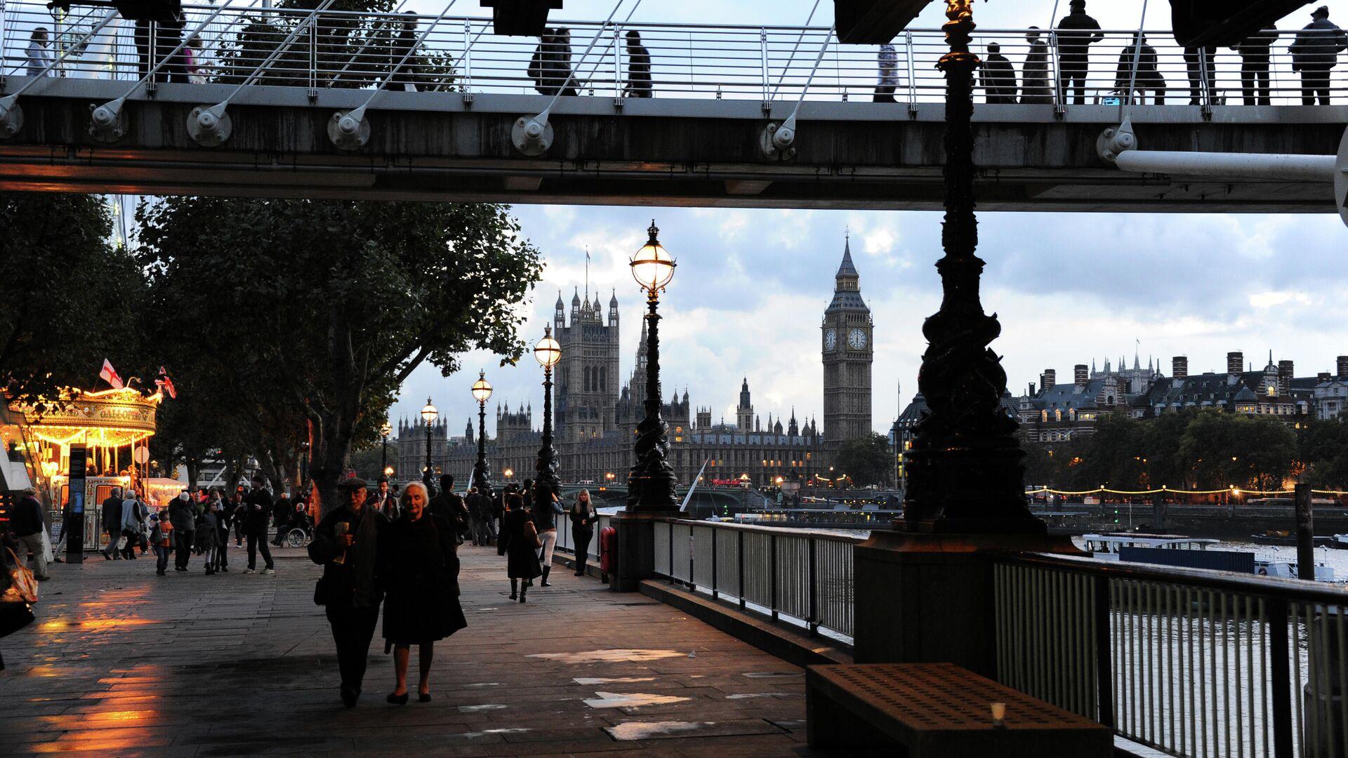 Золотой юбилейный мост в Лондоне - Sputnik Узбекистан, 1920, 10.10.2021